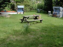 Picknickbank auf der Wiese